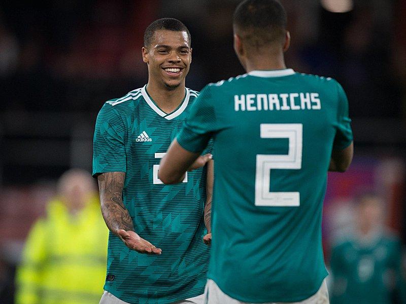 Lukas Nmecha (links) und Benjamin Henrichs