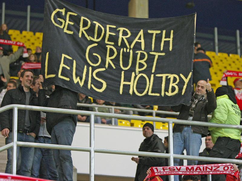 Fans von Lewis Holtbys Heimatverein Sparta Gerderath