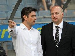Verlässt Graz: Oliver Kreuzer, hier mit Liga-Präsident Hans Rinner.