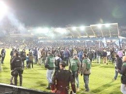 Baufällige Tribüne? Porto-Spiel abgebrochen