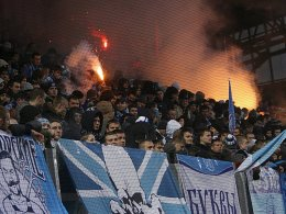 Anhänger von Zenit St. Petersburg provozierten einen Spielabbruch. Zwei Partien vor leeren Rängen sind nun die Folge.