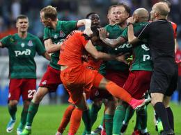 Farfan Pokalsieger - und Rotsünder nach Prügelei