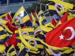 Müssen nächste Saison auf die Königsklasse verzichten: Die Fans von Fenerbahce Istanbul.