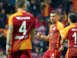 Freude über drei Tore: Lukas Podolski (Mitte) jubelt mit seinem Teamkollegen.