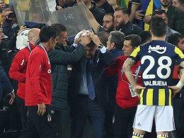 Trainer Günes verletzt: Istanbuler Derby abgebrochen