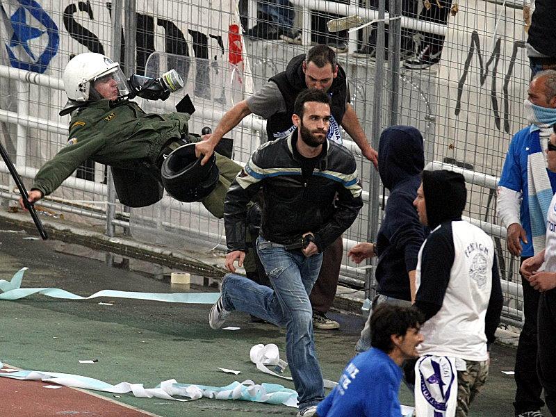 Chaos und Krawalle in Athen - Griechenland-News - kicker