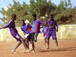 Straßenfußball in Afrika (in Mali)