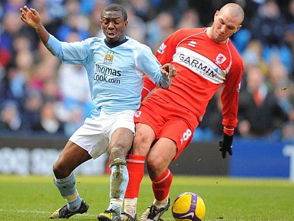 Didier Digard gegen Shaun Wright Phillips (li.)