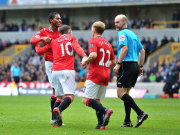 Valencia, Rooney, Scholes und der Referee in Wolverhampton