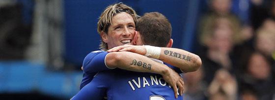 Fernando Torres jubelt mit Branislav Ivanovic über sein erstes Tor seit über 25 Stunden