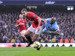 Rio Ferdinand (l.) gegen Micah Richards, hier bei Uniteds 3:2 Sieg in der 3. Runde des FA Cups