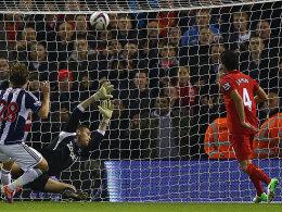 Nuri Sahin (Nr. 4) trifft für Liverpool zum 2:1.