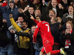 Luis Suarez jubelt an der Stamford Bridge