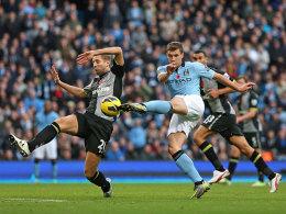 Edin Dzeko trifft zum 2:1 gegen Tottenham, links Dawson