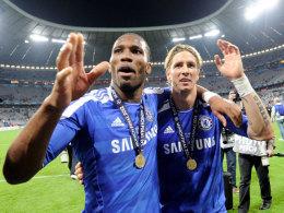 Didier Drogba (l.) und Fernando Torres nach dem Champions-League-Finale in München