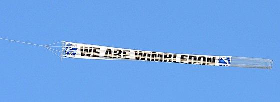 AFC-Supporter hatten ein Flugzeug gechartert - mit dieser Botschaft...