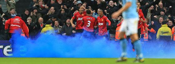 Blauer Nebel und ein Schrei: Rio Ferdinand war in den chaotischen Schlussminuten mittendrin.