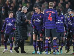 Arsene Wenger mit seinen Arsenal-Schützlingen in Bradford