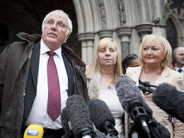 Trevor Hicks, Margaret Aspinall und Jenni Hicks