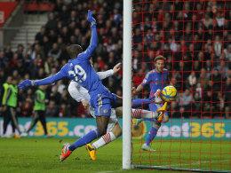 Demba Ba markiert das 1:1 in Southampton