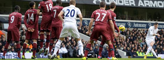 Gareth Bale trifft per Freistoß zur Führung gegen Newcastle.