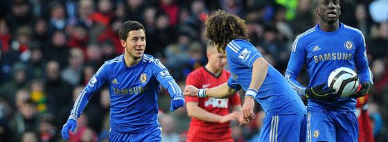 Eden Hazard (l.) bejubelt sein Tor zum 1:2