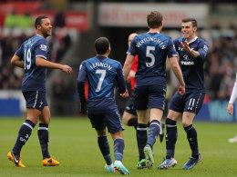 Gareth Bale (r.) feiert Jan Vertonghen