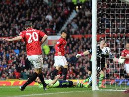 Auftakt: Nach 81 Sekunden erzielt Robin van Persie das erste Tor zu seinem Hattrick gegen Aston Villa.