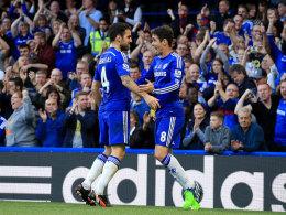 Cesc Fabregas jubelt mit Oscar (r.) gegen QPR