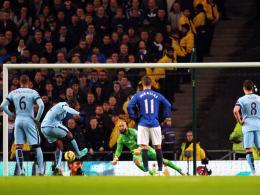 Yaya Touré behielt beim Elfmetergeschenk die Nerven und traf zum 1:0.