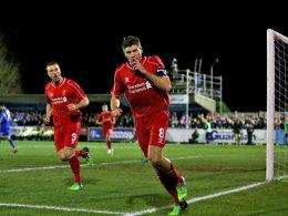 Lebensretter der Reds: Steven Gerrard (re.).