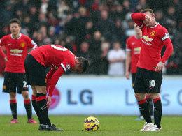 Sinnbildlich: ManU unterlag Swansea - und Rooney (re.) war ebenso geknickt wie van Persie.