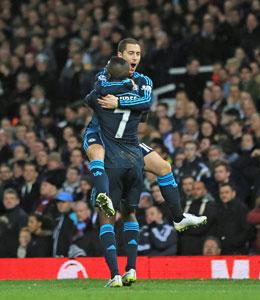 Jubel �ber das 1:0 bei West Ham: Chelseas Torsch�tze Eden Hazard (oben) mit Ramires.