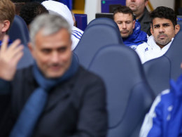 Costas Leibchen fliegt Richtung Mourinho