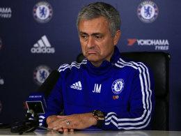 José Mourinho muss seinen Platz als Trainer des FC Chelsea verlassen.