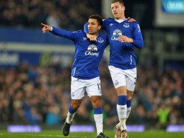 Ließ sich nach seinem 1:0 von Kollege Ross Barkley feiern: Evertons Aaron Lennon (l.).