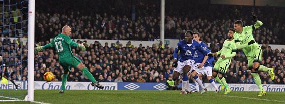 Evertons Lukaku markiert den 2:1-Siegtreffer gegen Manchester City.