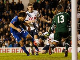 Shinji Okazaki trifft zum 2:1 für Leicester, hinten Kevin Wimmer