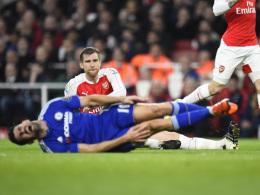 Arsenal verliert Spiel, Spitze und Mertesacker