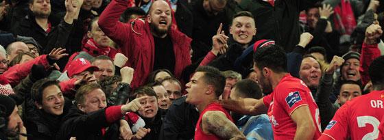 Coutinho feiert mit Fans