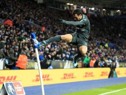 Schmeichel-Patzer hilft Chelsea - Halbfinale ausgelost