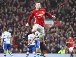 Schweinsteiger gefeiert - Rooney egalisiert Rekord