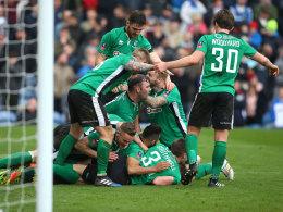 Fünftligist jubelt, Meister raus - Guardiola lobt Huddersfield