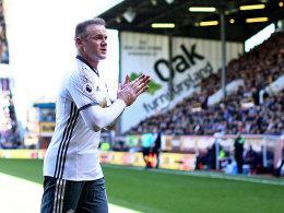 Martial und Rooney führen United zum Sieg in Turf Moor