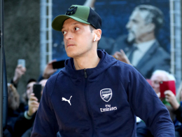 Fitter Özil nicht im Kader: Emerys doppeltes Risiko