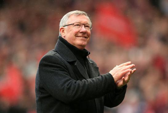 """Das """"Theater der Träume"""" öffnete letztmals für einen seiner größten Akteure den Vorhang: Sir Alex Ferguson bestritt am Sonntag sein 723. und damit letztes Heimspiel als Trainer von Manchester United - nach dem Saisonende ist für ihn nach fast 27 Jahren im Amt Schluss."""