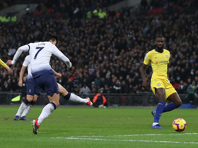 Rein damit: Tottenhams Son (#7) trifft zum 3:0.