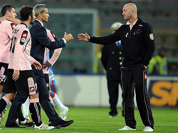 Trainer Walter Zenga (re.)