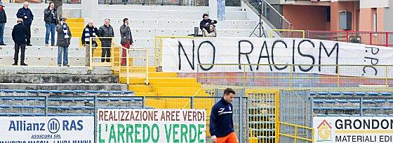 Gegen Rassismus: Ein Pro-Patria-Jugendspieler hielt sich nicht daran.