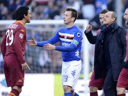 Streithähne: Burdisso (AS Rom, li.) und Coach Rossi